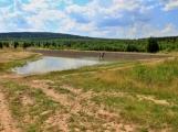 Vojenské lesy budují vBrdech malé vodní nádrže, mají chránit před povodněmi a zadržet vlesích více vody