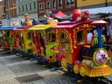 Náměstí v Březnici zabraly kolotoče, houpačky i stánky s cukrovinkami