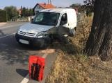 Jízdní pruh na na Dobříši uzavřela dopravní nehoda, hasiči likvidují uniklé provozní kapaliny