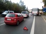 Kolize tří aut blokuje Evropskou, směrem do Příbrami se vytváří souvislá kolona vozidel