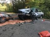 Aktuálně: Po čelním nárazu dvou vozidel ošetřují záchranáři zraněné osoby
