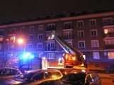 Aktuálně: Požár bytové jednotky zaměstnává hasiče. V místě je větší počet zraněných, na místo letí vrtulník LZS