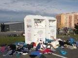 Foto dne: Kontejnery na textil se proměnily ve skládku