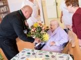 Paní Marie oslavila v příbramské LDN 104. narozeniny