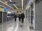 Hasiči neprodleně evakuují obchodní dům Tesco