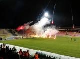Aktuálně: Stadion na Litavce se proměnil ve válečnou zónu - přijela Sparta
