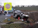 Účastník vážné dopravní nehody nevlastní řidičák a auto nemělo platnou technickou