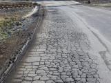 """PRÁVNÍ OKÉNKO: Silnice jsou děravé """" jak řešeto"""". Co se zničeným autem?"""