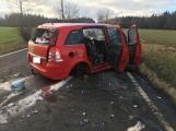 Aktuálně: Řidička na Příbramsku vyjela mimo silnici a přerazila strom, ve voze cestovaly dvě děti