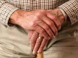 Důchody by se měly příští rok zvýšit o dalších několik stovek