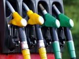 Benzin ve středních Čechách zlevnil, nafta mírně zdražila