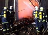 Hasiči vydali tiskovou zprávu k nočnímu požáru v Oseku