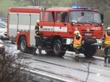 Aktuálně: Na mokré vozovce skončilo auto ve svodidlech, dálnice D4 byla na Prahu uzavřena
