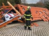 Vichřice Eberhard potrápila středočeské hasiče