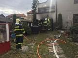 Aktuálně: K požáru garáže vyjížděly čtyři jednotky hasičů