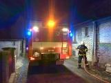 Právě teď: Dvě jednotky hasičů likvidují požár sazí v komíně