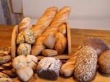 Ukradený chlebník a zdroj k ohradníku