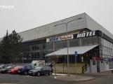 Město hledá nového nájemce ochozů zimního stadionu po nábytku Bekr