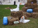 Žáci základních škol vyzdobili náměstí. Jak se vám to líbí?