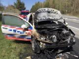 Na Strakonické likvidují hasiči požár auta