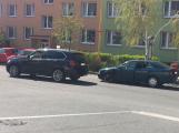 Po střetu dvou vozidel kolabuje doprava v Milínské