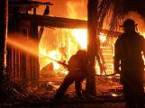 V Trhových Dušníkách naPříbramskuhořel rodinný dům,škoda 2 mil.