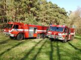 Čtyři jednotky hasičů zasahují u požáru lesa