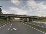 Most přes dálnici D4 u Řitky byl včera uzavřen, je v havarijním stavu
