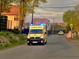 Po střetu s autem skončila žena se středně těžkým zraněním v nemocnici