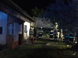 Aktuálně: U požáru rodinného domu zasahují čtyři jednotky hasičů