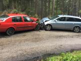 Aktuálně: Po čelním nárazu dvou aut zasahují u Bukové záchranné složky