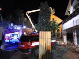 Požár rodinného domu zaměstnal v noci několik jednotek hasičů