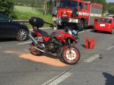 Aktuálně: Po střetu osobního auta s motorkářem je omezen provoz u Milína