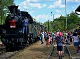 Na nádraží opět zasyčela pára a zasupěla parní lokomotiva
