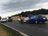 Aktuálně: Čelní střet dvou aut omezil dopravu u obce Počaply