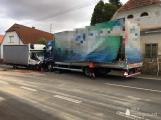 Aktuálně: Čelní střet dvou nákladních vozidel si vyžádal zranění
