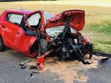 Aktuálně: Řidič zdemoloval auto o strom. Zraněného muže transportuje do nemocnice vrtulník