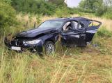 AKTUÁLNĚ: Auto vyletělo mimo dálnici. Pro zraněného řidiče byl přivolán vrtulník