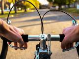 Do povinné výbavy kola patří i bezpečná řídítka