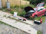 Vyjela ze silnice, zdemolovala auto a skončila v nemocnici