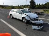 Opatrně na Evropské, havarovaná vozidla blokují jízdní pruh