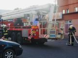 Čtyři jednotky hasičů likvidovaly požár ubytovny