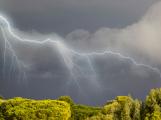 Počasí na víkend: Silné bouřky, přívalové deště a kroupy