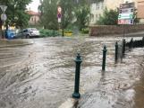 Přívalové deště proměnily silnice v řeky
