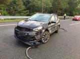 Provoz na dálnici D4 komplikuje nehoda osobního vozu