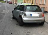 Opilý řidič naboural do stojícího auta a ujel. Do hospody si pro něj přišli policisté