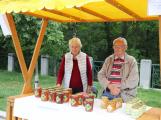 """""""Dva měsíce jsem na trh s medem vůbec nechodil. Nebylo co prodávat,"""" říká místní včelař Antonín Volek"""