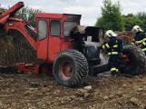 Čtyři jednotky hasičů likvidují požár bagru
