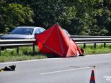 Video: Chodec přebíhající silnici u Cukráku nepřežil střet s projíždějícím autem