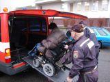 Vozíčkář v nesnázích? Dobrovolní hasiči jsou připraveni